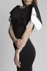 extravagantní šaty s rukávy