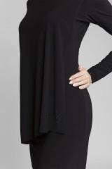 detail oversize šatů